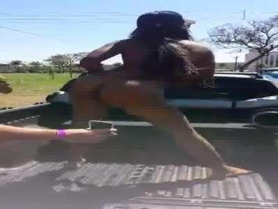 Moreninha gostosa dançando pelada em Barretos
