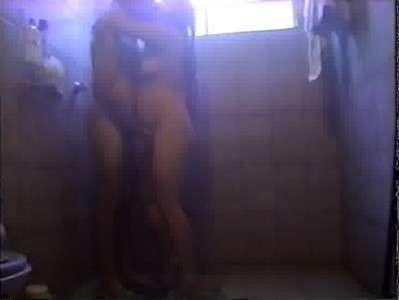 casal amador no banho trepando