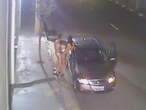 Sexo no meio da rua com a danadinha gulosa
