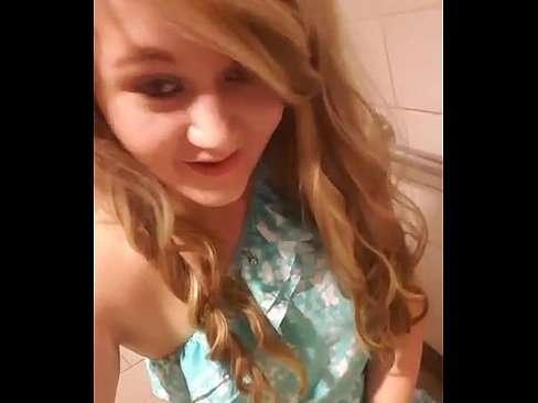 Novinha safada no banheiro se filmando pelada