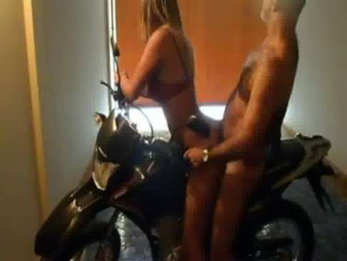 Transando com cima da moto