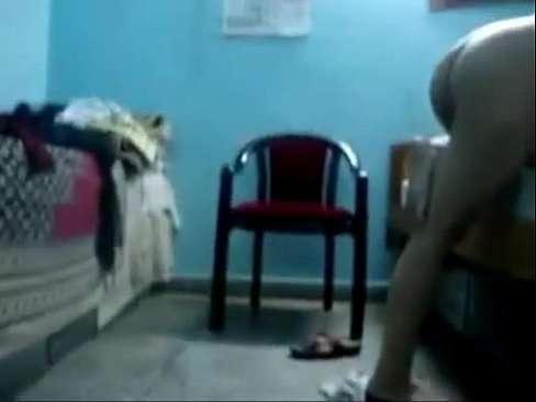 O noivo filmando a safada dando ao amante em sua casa