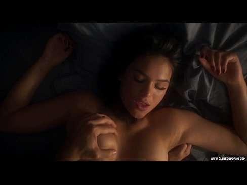 Bruna Maquezine fazendo cena de sexo