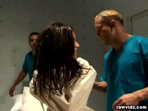 Médico pegando novinha no consultório