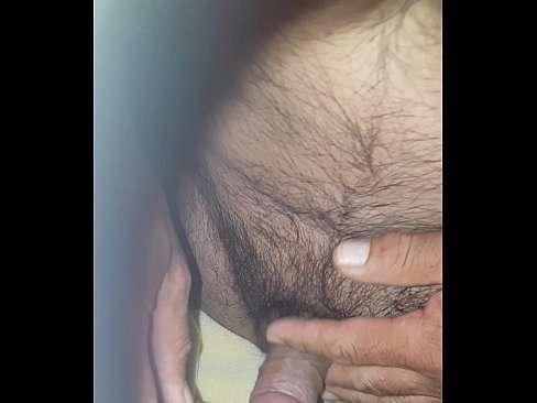 Penetrando a xaninha apertada com o cabeludo