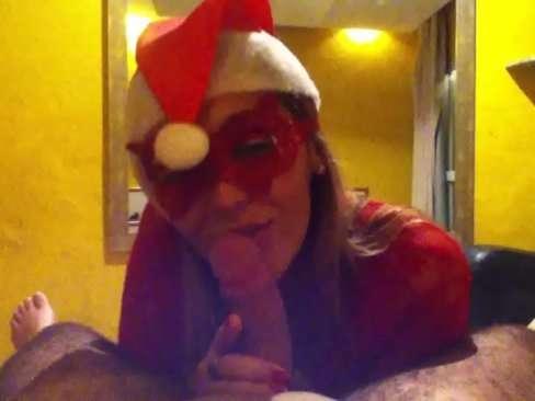 Mamãe Noel pagando boquete