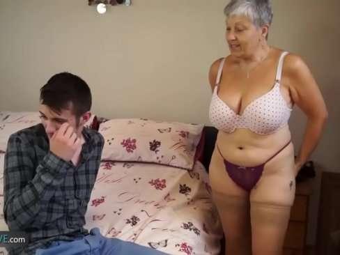 Netinho se acabando na foda com sua avó bem safada