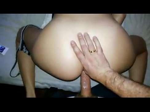 Homem casado transando com uma novinha safada