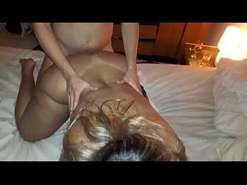 Loira de coxas grossas fazendo sexo amador no motel