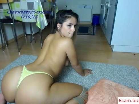 Mulher com bumbum granada se mostrando na webcam