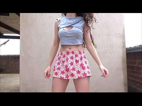 Novinha gostosa sensualizando em vídeo amador