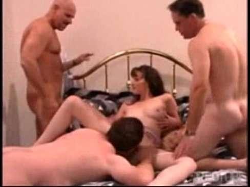 Ninfeta dando pra três machos