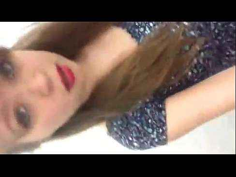 Gostosa novinha linda peladinha fazendo video pro namorado