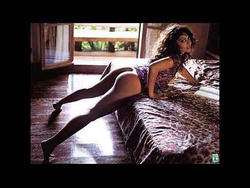 Ensaio sensual com atriz gostosa ficando pelada