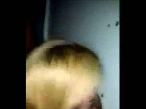 Esposa loira chupando piroca grossa