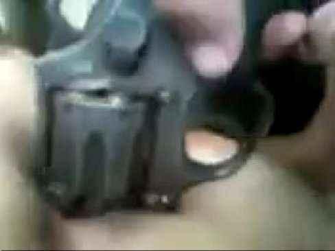 mulher com revolver 38 no rabo