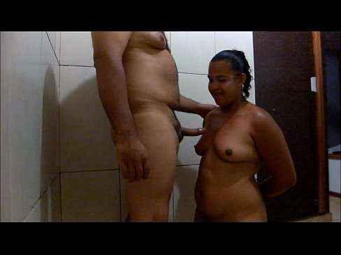 Esposa mamando na rola do marido