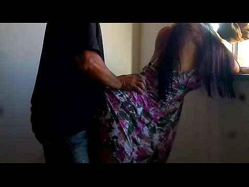 Corno convida amigo pra comer a esposa vendada blindfolded - 2 part 1