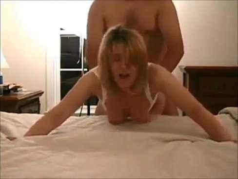 Esposa gostosa levando rola por trás