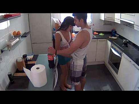 Safadeza gostosa com a esposa na cozinha
