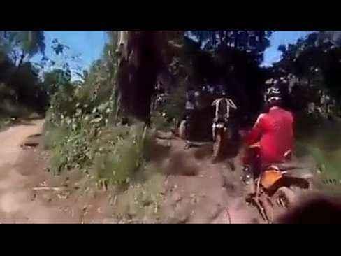 Casal flagrado pelos motoqueiros fazendo sexo