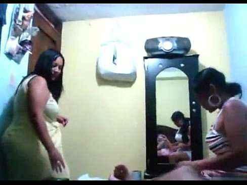 Esposa realizando fetiche do seu marido