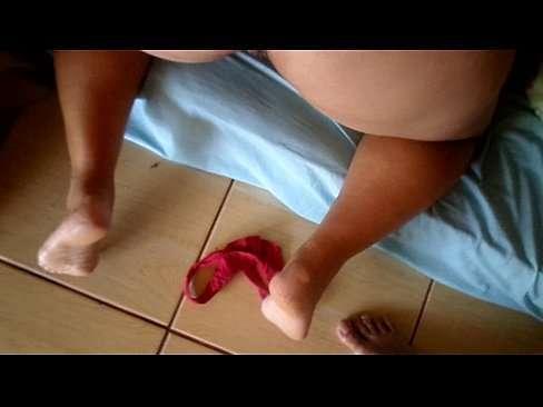 Vadia gravida se masturbando e gozando muito
