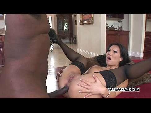 Japa safada fazendo anal com negão dotado