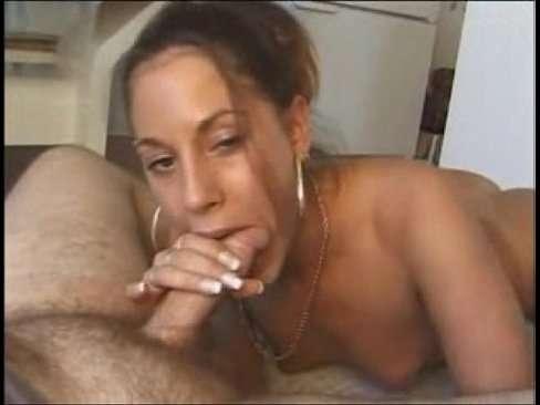 Ninfeta mamando no cacete do namorado