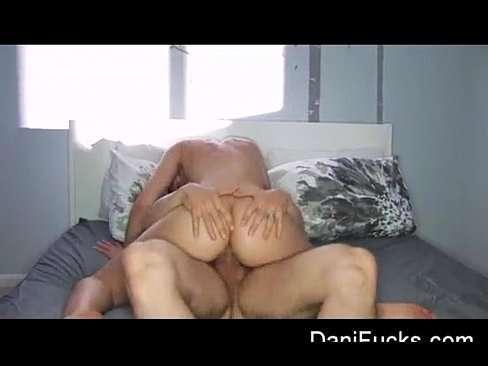 Vídeo com morena muito gostosa fazendo sexo