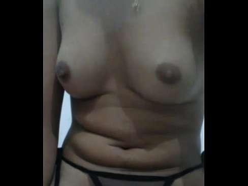Vadia se masturbando com vibrador