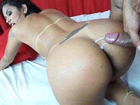 Juju Rangel morena muito gostosa fodendo