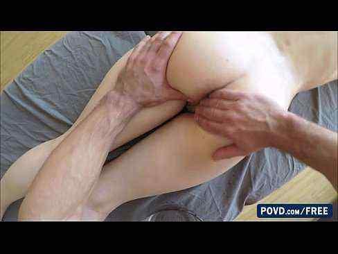 Massageando a namorada e comendo a pepeca dela