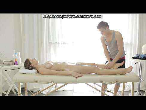 Massagem sexual na namorada loira gostosa