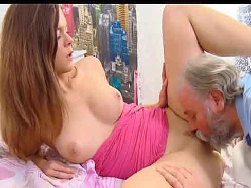 Sexo com a filha safada sem calcinha dando muito