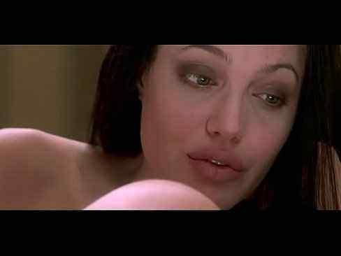 Angelina Jolie pelada toda nua
