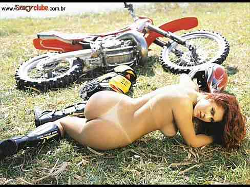 Livia Andrade pelada solo da gata toda nua em fotos provocantes