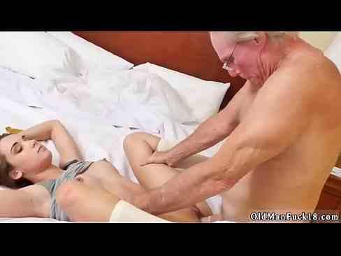 Professor coroa faz sexo com sua aluna gostosa safada