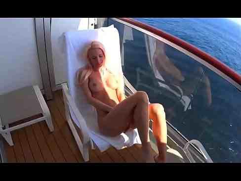 Gostosa Fodendo No Barco