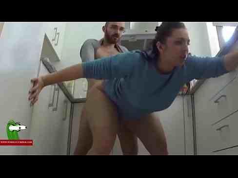 Bangbross esposa rabuda fodendo com seu marido na cozinha