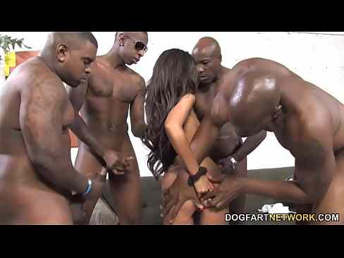 Magrinha Na Suruba Com Varios Negros