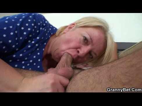 Video porno de coroa chupando rola